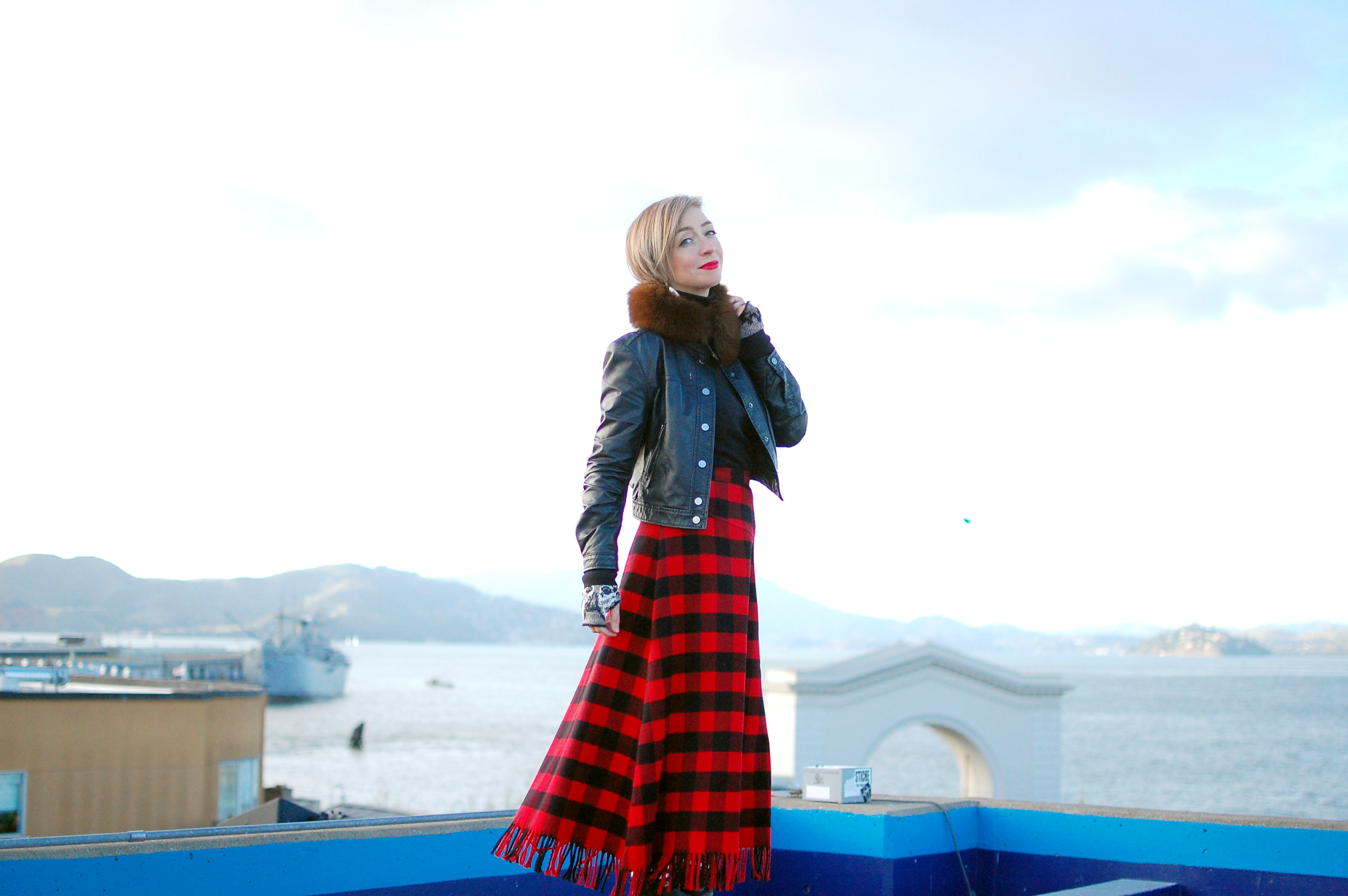 san francisco tourist outfit ootd buffalo plaid red black thrift consignment