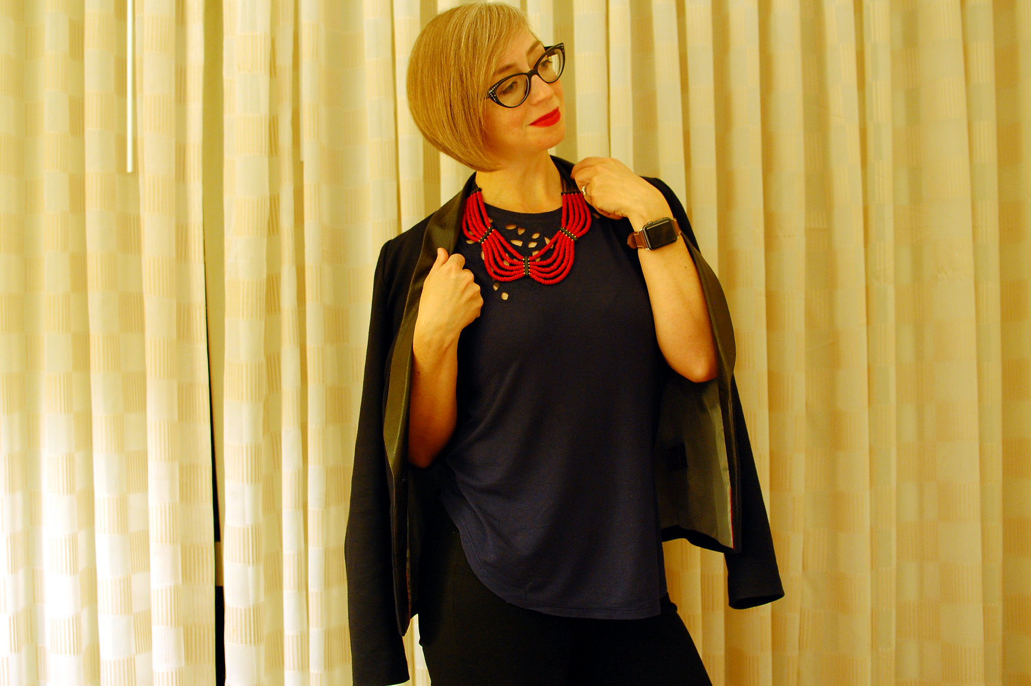 black and navy red beaded necklace travel outfit ootd whatiwore2day