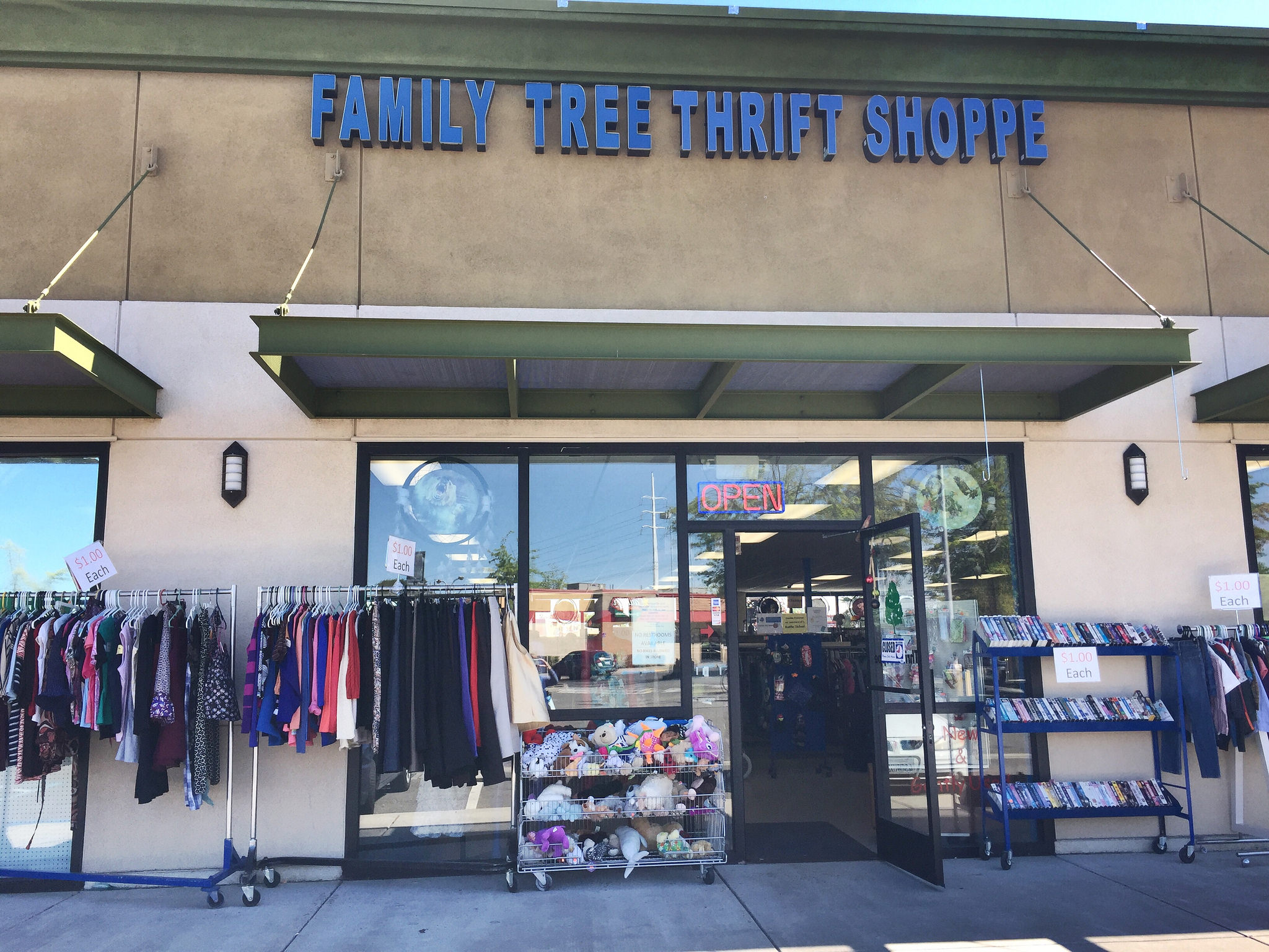 Family Tree Thrift Shoppe Sacramento California thrifting shopping whatiwore2day