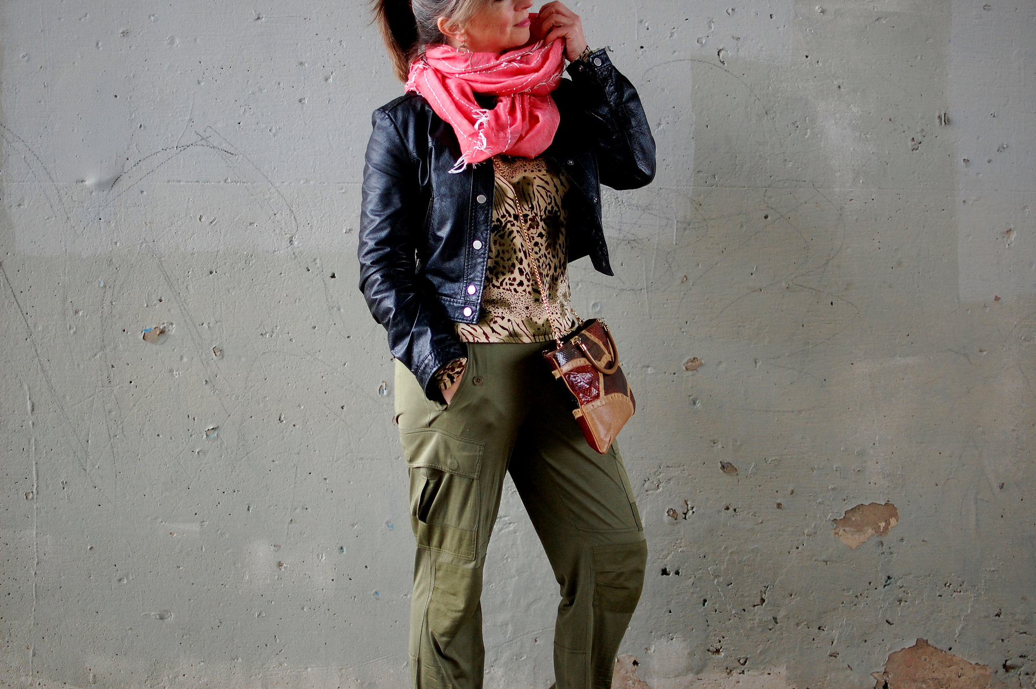 travel pink scarf olive silk cargo pants daily outfit blog ootd whatiwore2day